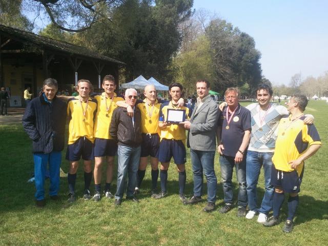 1 Aprile 2012 Prato del Quercione, Parco delle Cascene di Firenze. Una delegazione del Signa 1914 con il grande Beppe Bonardi riceve la Targa Capanni